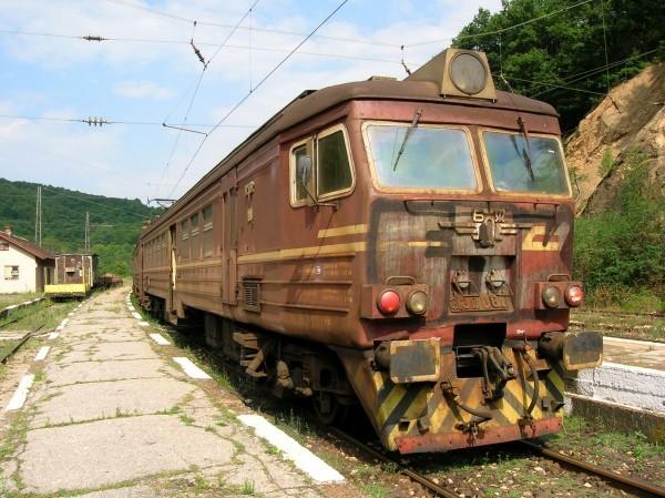 Rusty_train_in_Koprivshtitsa